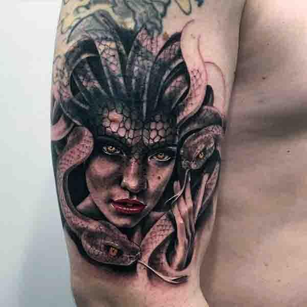 Tatuajes de Medusas: 50 Ideas y sus Significados (+Leyenda) 27