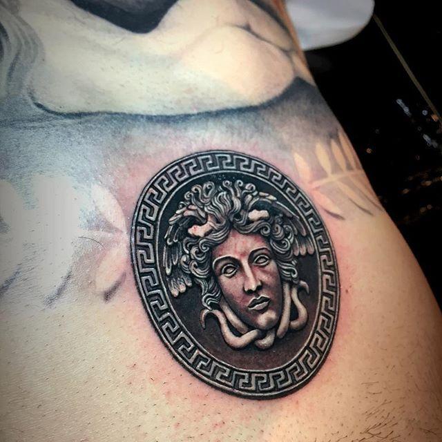 Tatuajes de Medusas: 50 Ideas y sus Significados (+Leyenda) 35