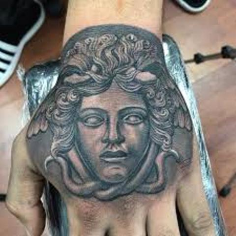 Tatuajes de Medusas: 50 Ideas y sus Significados (+Leyenda) 38