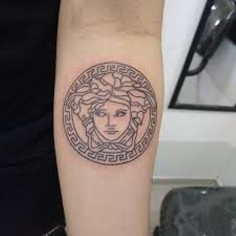 Tatuajes de Medusas: 50 Ideas y sus Significados (+Leyenda) 39