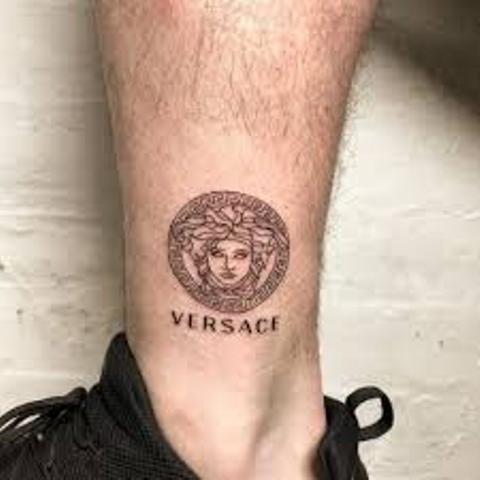 Tatuajes de Medusas: 50 Ideas y sus Significados (+Leyenda) 40