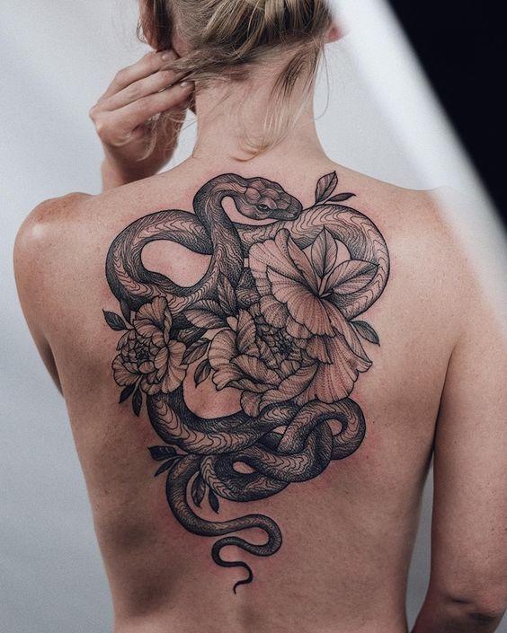 101 Ideas de Tatuajes de Serpientes y sus Significados 35