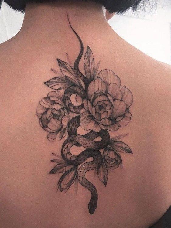 101 Ideas de Tatuajes de Serpientes y sus Significados 38