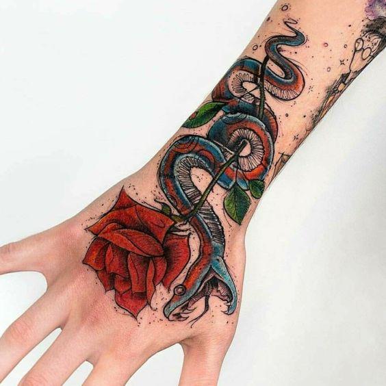 101 Ideas de Tatuajes de Serpientes y sus Significados 2