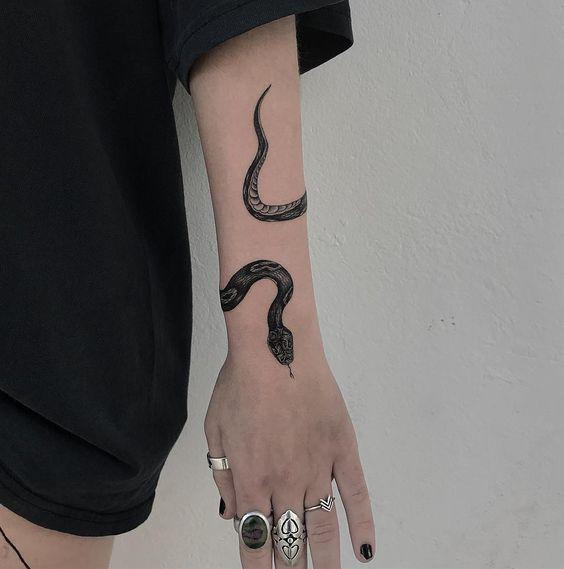 101 Ideas de Tatuajes de Serpientes y sus Significados 14
