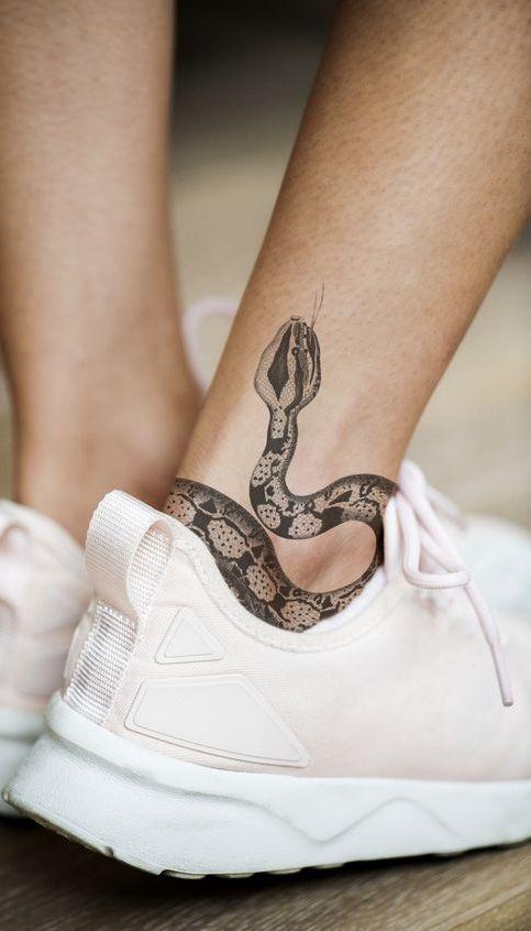101 Ideas de Tatuajes de Serpientes y sus Significados 49