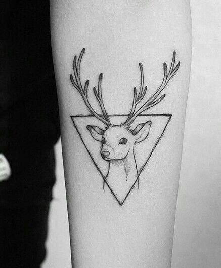 72 Ideas para Tatuajes de Venados (Con Significados) 46