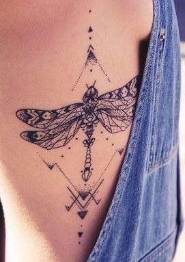 68 Tatuajes de Libélulas con sus Significados 11