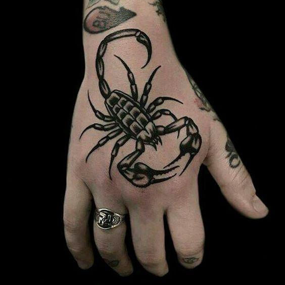 79 Ideas para Tatuajes de Escorpiones (+Significados) 18