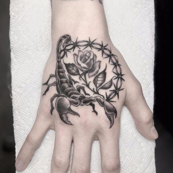 79 Ideas para Tatuajes de Escorpiones (+Significados) 19