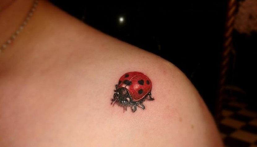50 Especiales Tatuajes de Insectos y sus significados 28