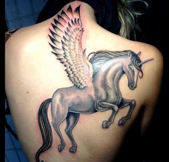 62  Ideas para Tatuajes de Unicornios (+Significados) 15