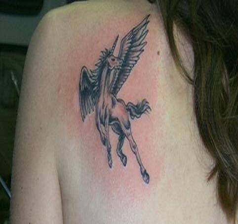 62 Ideas para Tatuajes de Unicornios (+Significados) 21