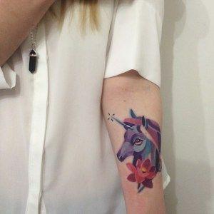62 Ideas para Tatuajes de Unicornios (+Significados) 37