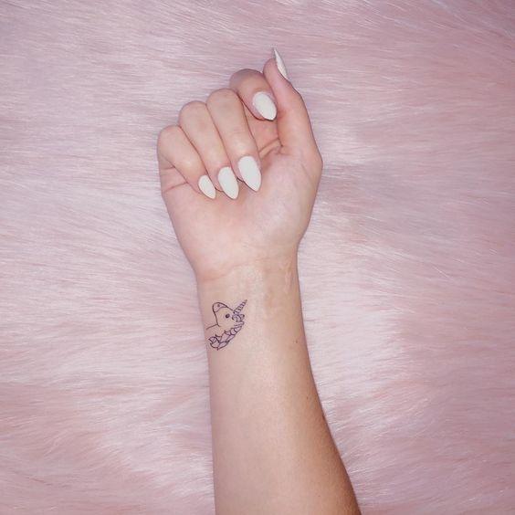 62  Ideas para Tatuajes de Unicornios (+Significados) 7