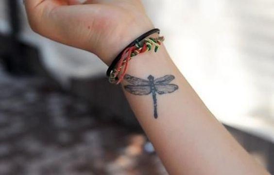 68 Tatuajes de Libélulas con sus Significados 30