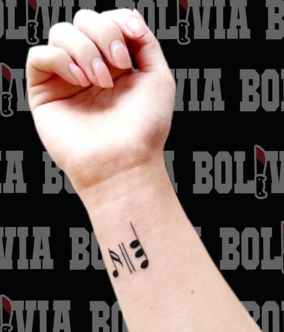 Tatuajes de Notas Musicales e Instrumentos 44