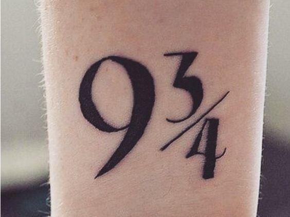 9 3/4 Ideas para Tatuajes de Harry Potter que todos los fans quieren 12